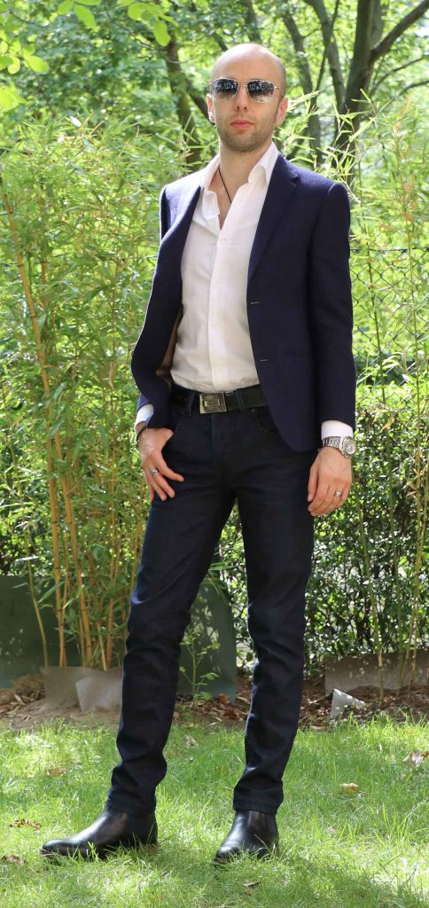 Hands in Pockets: How to Make it Confident (Pictures)
