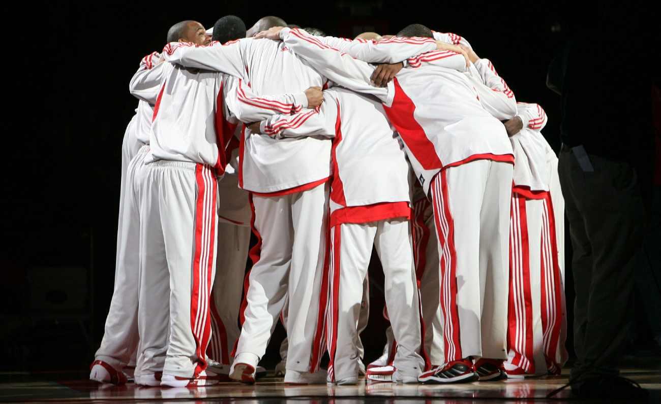 basketball sales huddle