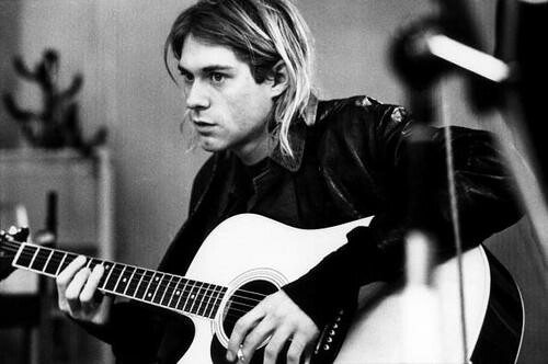picture of kurt cobain holding a guitar